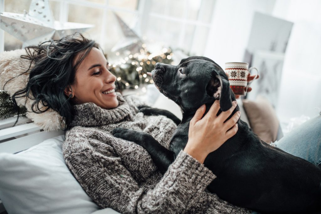 millennial-happy-young-brunette-woman-playing-candid-lifestyle-authetical-with-black-dog-favorite-pet_t20_3gZokN